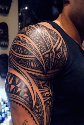 tatuajes en hombros para hombres tribales