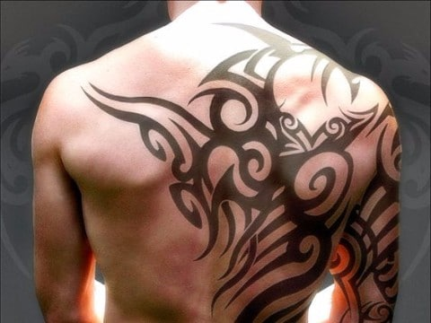tatuajes guapos para hombres en la espalda