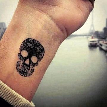 tatuajes para muñeca de hombre calavera