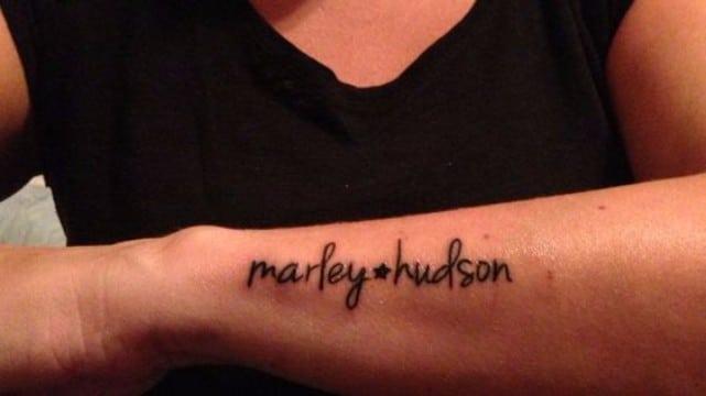 imagenes de nombres tatuados en los brazos