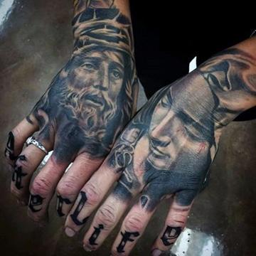 tatuajes de cristo en la mano con la virgen