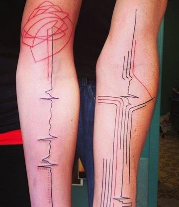 tatuajes de electrocardiograma en el brazo