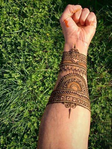 tatuajes de henna para hombres en la muñeca