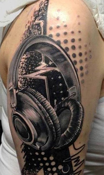 tatuajes de musica para hombres en el hombro