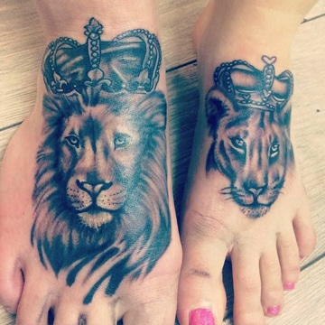 tatuajes de rey y reina en los pies