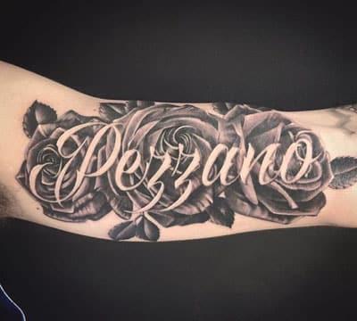 tatuajes de rosas con nombres para mujeres y hombres catalogo de tatuajes para hombres. Black Bedroom Furniture Sets. Home Design Ideas