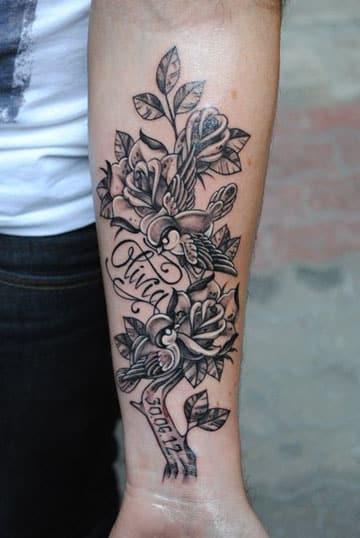 tatuajes de rosas con nombres grande