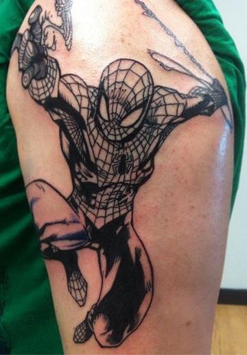 tatuajes del hombre araña en el hombro