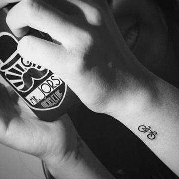 tatuajes para hombre pequeños en el brazo