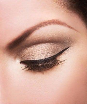 tatuaje delineado de ojos cejas