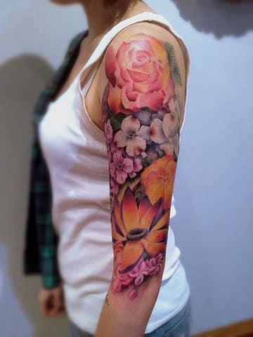tatuajes brazo entero mujer en colores