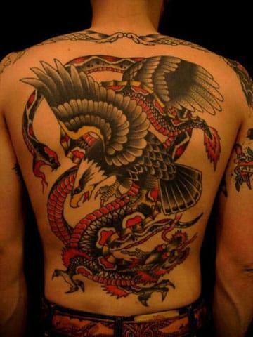 tatuajes de aguilas en la espalda a colores