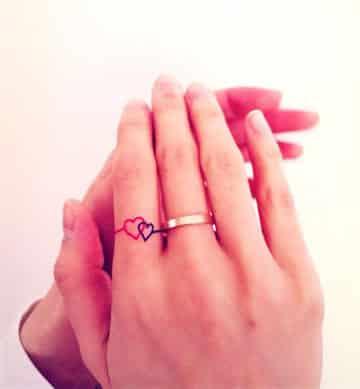 tatuajes de anillos en los dedos amor