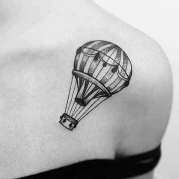 tatuajes de globos aerostaticos para mujeres