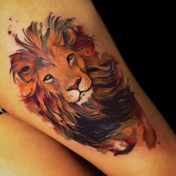 tatuajes de leones en el brazo color