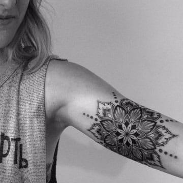 tatuajes de mandalas en el brazo mujer