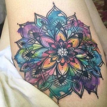 tatuajes de mandalas para mujeres a colores