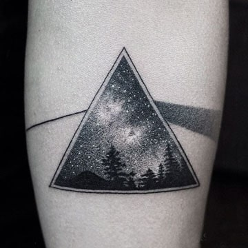 Tatuajes De Pinos En El Brazo Y De Bosque En La Pierna
