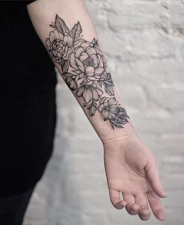 tatuajes en blanco y negro brazo
