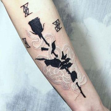 tatuajes en blanco y negro flor