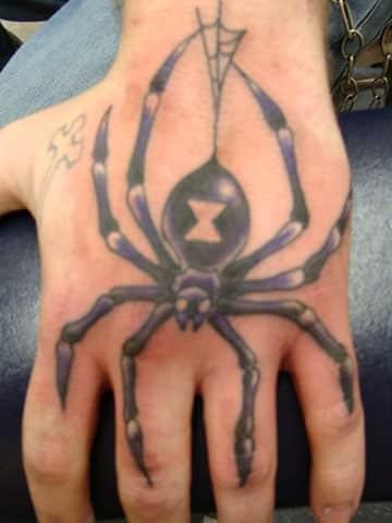 tatuajes en las manos para hombres araña