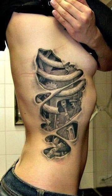 tatuajes en tercera dimensión en el costado