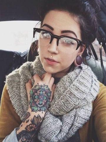 tatuajes para manos de mujer grande