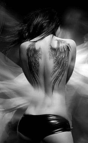 tattoos de alas en la espalda mediano