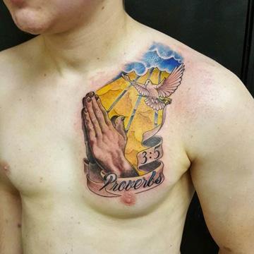 tatuajes cristianos para hombres a color
