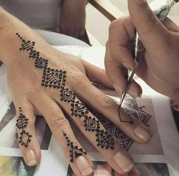 tatuajes de henna faciles para mujeres
