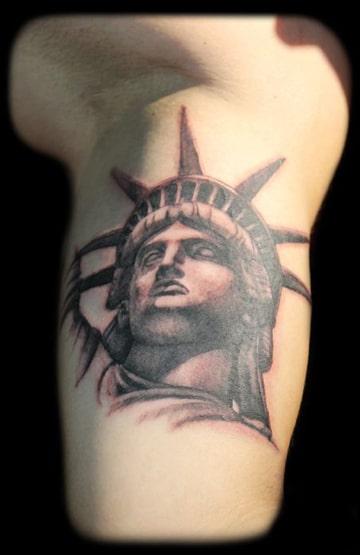 tatuajes de la estatua de la libertad rostro