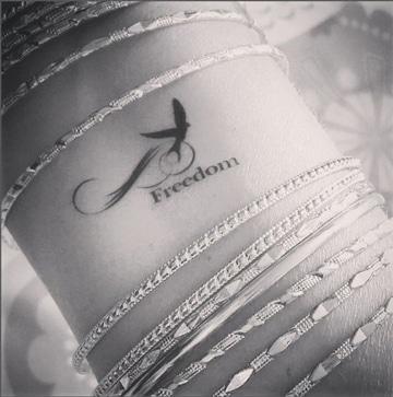 tatuajes de plumas y aves pequeño