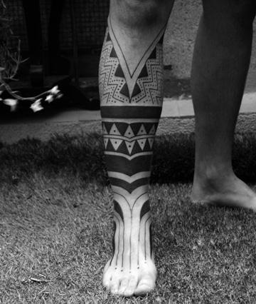 tatuajes de tribales en la pierna para hombres