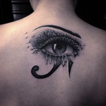 tatuajes del ojo de horus pequeño