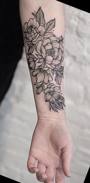 tatuajes detras del brazo de flores