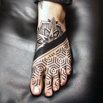 tatuajes en los pies para hombres mandala