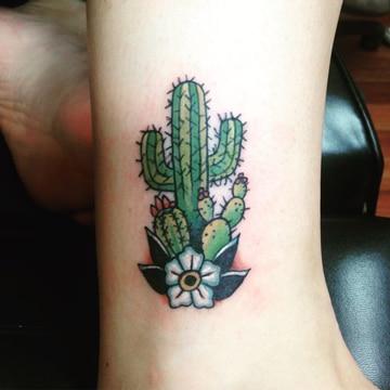 tatuajes para mujeres a color cactus