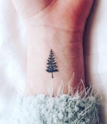 tatuajes sencillos para mujer de arbol