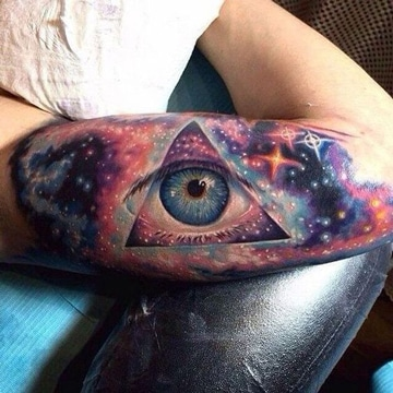 tatuajes coloridos para hombres en brazo