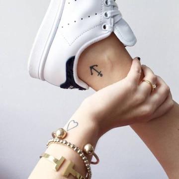 tatuajes de ancla para mujeres en tobillo