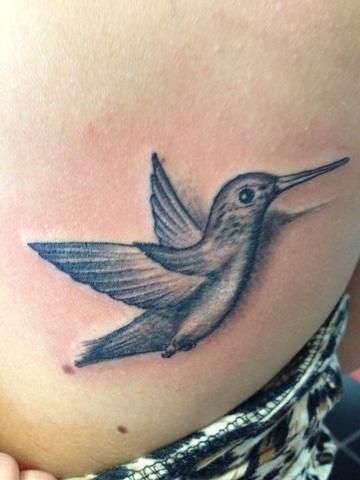 tatuajes de colibries en 3d en negro