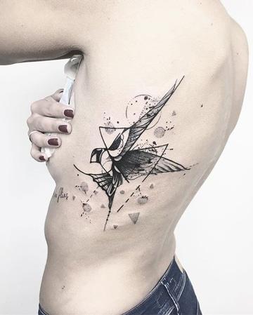 tatuajes de colibries para mujer grande