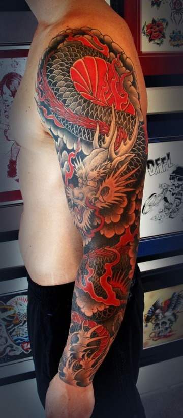 tatuajes de dragones en el brazo de colores