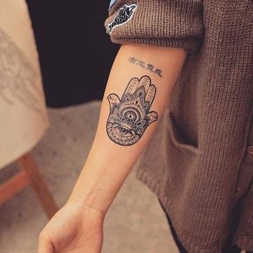 tatuajes de mandalas de proteccion en brazo