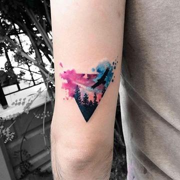 tatuajes en acuarela para hombres pequeños