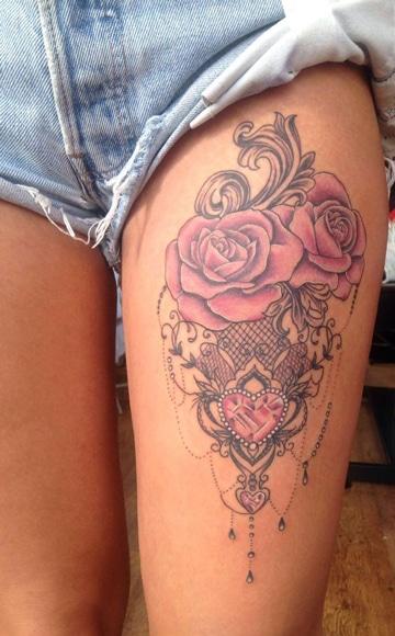 tatuajes femeninos en la pierna de rosas
