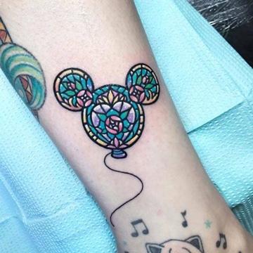 tatuajes mickey mouse silueta colorida