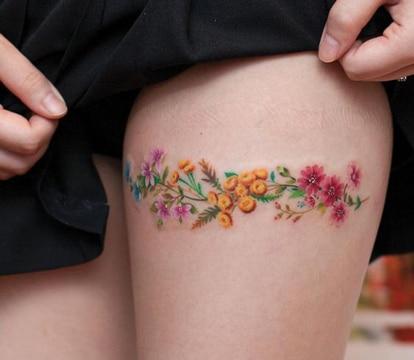 tatuajes tiernos para mujeres rosas pequeñas