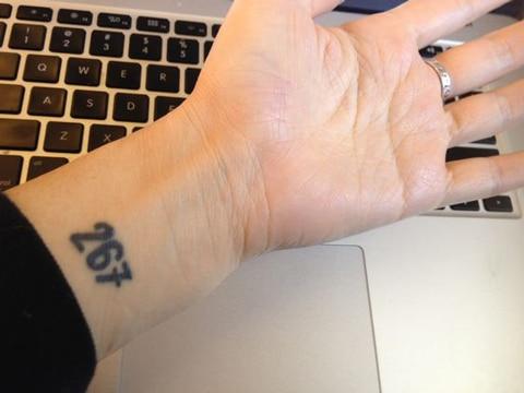 diseños de numeros para tatuajes en brazo