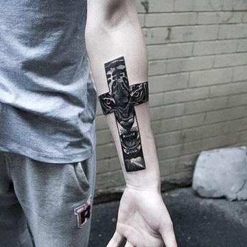 estilos de tatuajes para hombres en brazos